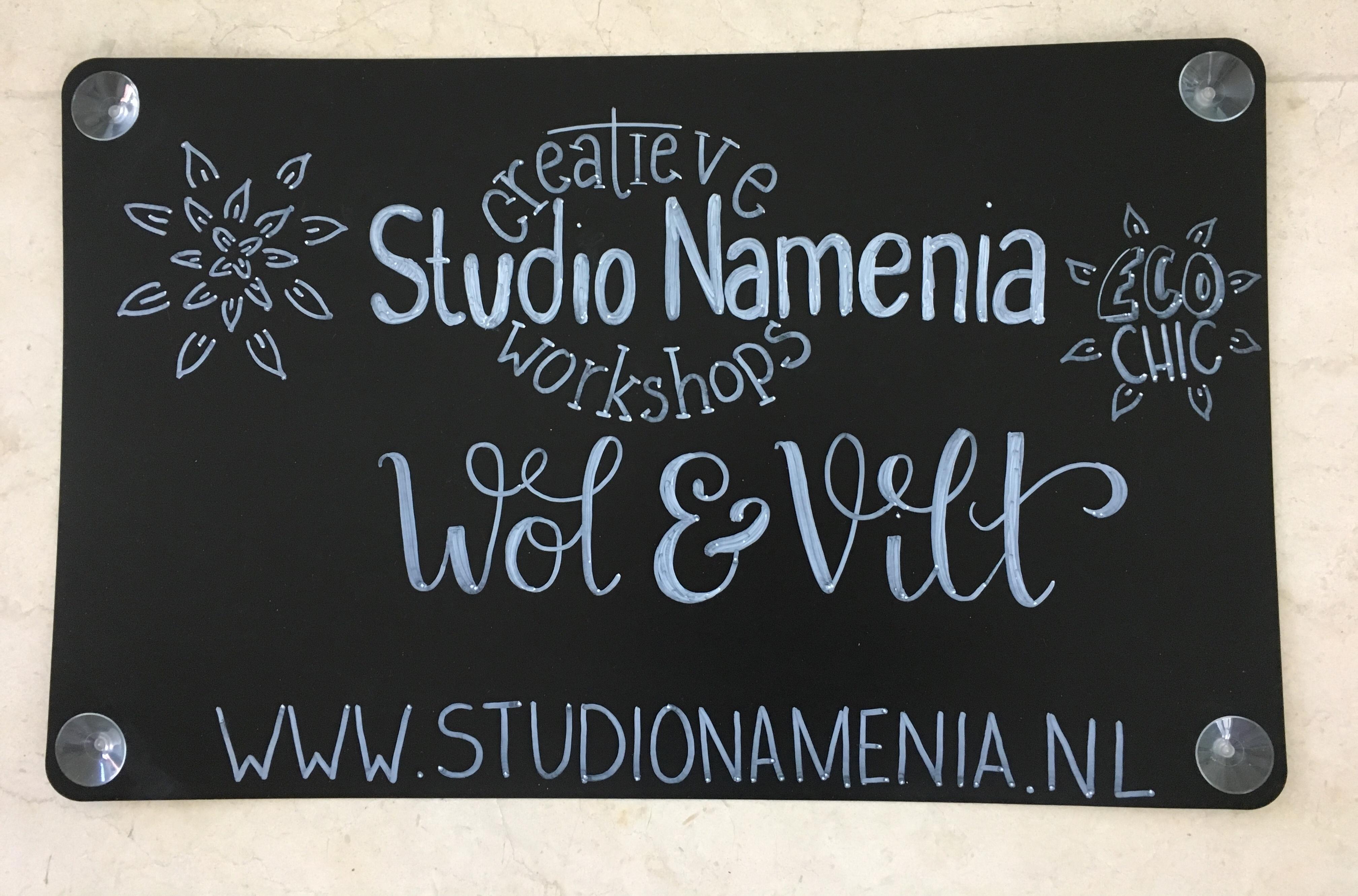 Krijtbord creatief bedrijf met logo